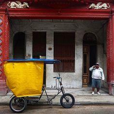 #cuba #havana #america #travel #color #people #biketaxi #architecture #streetphotographer #streetphotography