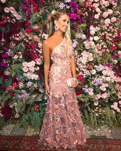 vestido agilita longo rosa um ombro só Party Fashion, Fashion Outfits, Dinner Wear, Bridesmaid Dresses, Prom Dresses, Bridal And Formal, Casual Dresses, Formal Dresses, Beautiful Outfits