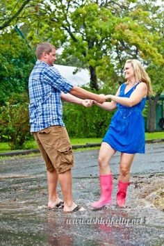Engagement photography. Engagement photos in the rain. ☔❤
