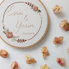Floral Embroidery Patterns, Embroidery Letters, Learn Embroidery, Hand Embroidery Stitches, Embroidery Hoop Art, Crewel Embroidery, Hand Embroidery Designs, Bordado Floral, Creative Embroidery