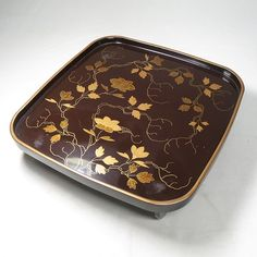 Japanese Antique Lacquer Ware Tray with Nice Maki-e (Gold Decoration)