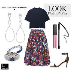 As peças da moda – saia midi e blusa cropped – ganham personalidade na companhia de acessórios clássicos. Essa é a dica para, mesmo seguindo as tendências, imprimir seu estilo nas produções. #fashion #look #style