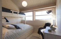 Soverom — Ålhytta Cottage Living, Pallet Projects, Bunk Beds, Tiny House, Cabin, Bedroom, Furniture, Design, Home Decor