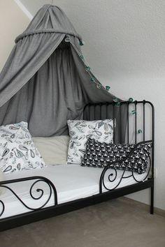 Kinderzimmer DIY Baldachin Zelt Hölle Himmelbett Kuschelecke Ruhebereich Kissen selber bauen nähen