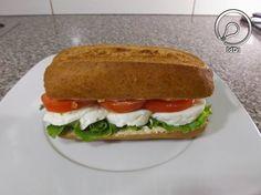 Ideia do Dia 1: SANDUÍCHE DE QUEIJO FRESCO Hot Dog Buns, Hot Dogs, Sandwiches, 1, Bread, Chicken, Ethnic Recipes, Food, Recipes