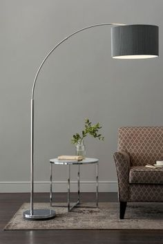 Take a look at this unique living room with a stunning modern floor lamp | www.modernfloorlamps.net #uniquelamps #lightingdesign #midcenturylighting #livingroomlighting #livingroomfloorlamp #modernfloorlamps