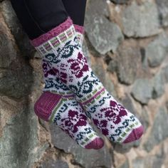 Cool Socks, Awesome Socks, Knitting Socks, Fiber Art, Projects To Try, Scarves, Barbie, Slippers, Booty