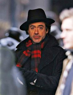 Robert Downey Jr. Photo - Celebs On The Set Of Sherlock Holmes In Manchester