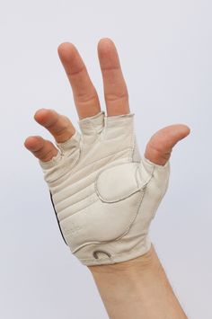 White leather fingerless cycling glove cropped - サイクルウェア - Wikipedia