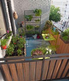 Un petit balcon bien aménagé tel un petit jardin urbain