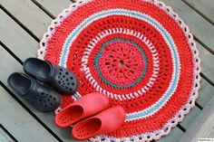 matto,virkattu,värikäs,punainen,raidallinen,pyöreä,kesä,kengät,virkkaus,mökki,Tee itse - DIY