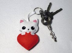 Chat kawaii porte clé porte clef porte clés par IbelieveIcanfil                                                                                                                                                                                 Plus Chat Kawaii, Diy And Crafts, Arts And Crafts, Felt Diy, Game Art, Projects To Try, Creations, Christmas Ornaments, Holiday Decor