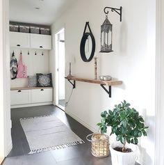 """205 gilla-markeringar, 24 kommentarer - Lovisa Bergström (@villa_fridhem) på Instagram: """"Vår hall med förvaring av köksskåp från Ikea. #inredningsinspiration #inredning #diy #gördetsjälv…"""""""