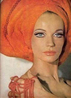sixties makeup - great 60s and 70s blog and 60s makeup tutorial - fancy dress