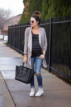 Pregnancy is beautiful but there might be times when you need to conceal it. Hide your baby bump smartlywith these flattering style tips.