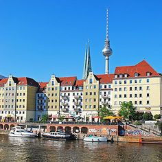 Nikolaiviertel en Berlín - Nikolaiviertel es la zona residencial más antigua de Berlín. Con sus callejuelas medievales y sus numerosos restaurantes y tabernas, es uno de los centros de ...
