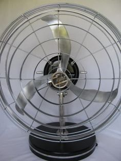 Art deco fan designed by Robert D Budlong, an industrial designer who also styled products for Zenith Electronics, a manufacturer of radios and televisions. Antique Fans, Vintage Fans, Retro Fan, Vintage Appliances, Modern Fan, Electric Fan, Old Ads, Simply Beautiful, Art Deco