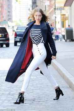 The hair is down! Later the star was seen in her wardrobe for her shoot. First she wore a nautical look in blue and white