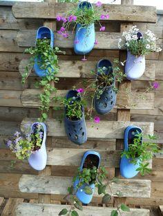deko ideen selbermachen pflanzenbehälter alte schuhe