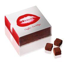 Nous vous proposons un coffret dégustation de nos minis truffes Sortilège aux noisettes : Gianduja chocolat au lait noisette avec des éclats de noisettes.  Enrobage de cacao poudre 100 % de cacao…