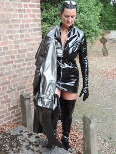 High Leather Boots, High Boots, Red Raincoat, Vinyl Clothing, Pvc Coat, Sexy Latex, Leather Dresses, Sexy Boots, Rain Wear