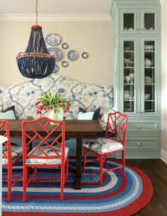 Traditional Home This breakfast room combines country elements like a braided rug and wood table with red lacquered Chinese Chippendale chairs and a bench upholstered in a blue and white Chinoiserie .I actually love the wall color with the blue cabinet! Home Interior, Interior Decorating, Interior Design, Decorating Ideas, Luxury Interior, Modern Interior, Sillas Chippendale, Le Living, Banquette Seating In Kitchen