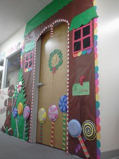 What a gorgeous, welcoming door for the holiday season or a gingerbread man unit perfect for the holiday season! #gingerbreaddoors #gingerbreaddecor