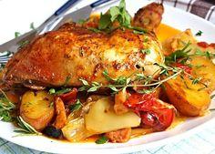 Kuřecí pekáček (vše v jednom) 2 ks kuřecí čtvrtky 4 PL oleje 2 PL oblíb koření Na zelen směs: 500 g novým malých brambor 100 g angl slaniny 4 PL oleje 2 KL rajčat protlaku 4 stroužky česneku 3 papriky 3 rajčata 3 cibule 1 svazek čerstv bylinek pepř sůl