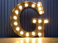 Lettre lumineuse géante G lettre-lumineuse.com