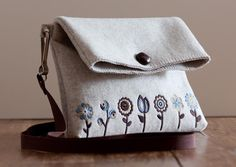 Hand bag made of wool felt embroidered by unlievre on Etsy, €60.00