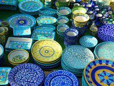 """Trend Alert: Jaipur. #DYK Jaipur The Pink is also known as """"The Blue"""" thanks to its brilliant turquoise pottery. #India #travel #MyHomeSense // Alerte tendance #MonHomeSense : Jaipur. #Saviezvous que Jaipur, la ville rose, est aussi reconnue dû à sa célèbre poterie bleue? #Inde #Voyage"""