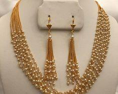 Antique Jewellery Designs, Beaded Jewelry Designs, Bead Jewellery, Jewelry Patterns, Pearl Jewelry, Pearl Necklace Designs, Gold Earrings Designs, Gold Necklace Simple, Gold Jewelry Simple
