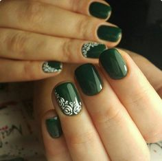 Looking for easy nail art ideas for short nails? Look no further here are are quick and easy nail art ideas for short nails. Green Nail Art, Rose Nail Art, Rose Nails, Dark Green Nails, Purple Nail, Burgundy Nails, Yellow Nails, Green Art, Green Nail Designs