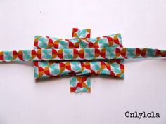 Bow Tie Tutorial, Flower Tutorial, Dog Crafts, Diy And Crafts, Tie Pillows, Tie Pattern, Pet Paws, Dog Bows, Sewing Projects For Beginners