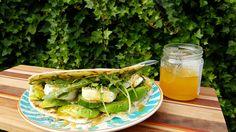 Frisse avocadowrap met geitenkaas en honingmosterd dressing | The Healthy Ever After
