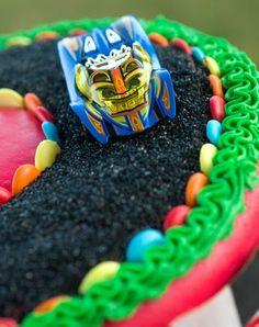 Sugar & Spice by Celeste: Start Your Engines for this Racing Cake! Race Car Birthday, Cars Birthday Parties, Birthday Celebrations, 8th Birthday, Birthday Ideas, Race Track Cake, Race Car Cakes, Boys Birthday Cakes Easy, Racing Cake