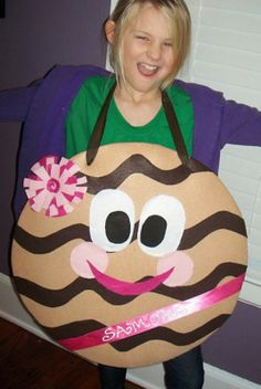 Looks like a project for Aunt Leah for next year......Samoa costume for cookie sales  ;- )