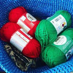 いちごのポーチ。 - まいにち、てしごと。 Crochet, Diy And Crafts, Projects To Try, Throw Pillows, Knitting, Dresses For Girls, Tricot, Cushions, Decorative Pillows