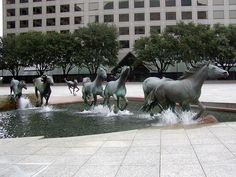 The Mustangs of Las Colinas is an Impressive horse sculpture fountain in Irving, Texas. It is the largest equestrian sculture in the world and it consists of nine mustangs running across a granite stream at Williams Square Plaza. Photo Voyage, Urbane Kunst, Running Horses, Horse Sculpture, Bronze Sculpture, Outdoor Sculpture, Photo Sculpture, Sculpture Garden, Equine Art