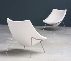 Pierre Paulin pair of Oyster F159 lounge chairs and ottoman Artifort - furniture-love.com