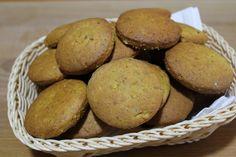I biscotti gran cereali con curcuma e mandorle sono adatti per soddisfare la voglia di dolce senza sensi di colpa. Nutrienti, leggeri, friabili, questi biscotti sono un mix di energia.