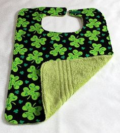 Adult Bib Reversible Clothes Protector St by Grandmasandeze I love the idea of the terry cloth on the back. Sewing Hacks, Sewing Projects, Sewing Crafts, Sewing Tips, Sewing Ideas, Saint Patrick, Bib Pattern, Free Pattern, Adult Bibs