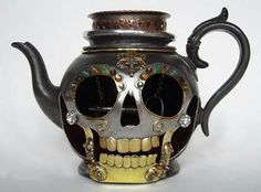A new one for me: skull teapot made by Carola de Mese