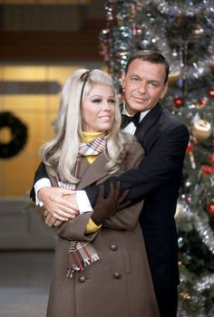 Vintage Christmas - Frank & daughter Nancy Sinatra. ♥