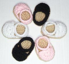 Espadrilles Crochet Pattern for American Girl Dolls American Girl Outfits, American Girl Doll Shoes, American Girl Crochet, American Doll Clothes, Crochet Baby Booties, Crochet Shoes, Cute Crochet, Crochet Doll Clothes, Knitted Dolls