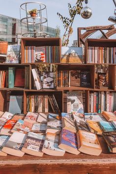 These are 15 of the most beautiful bookshops in London. These are all independent bookshops in London and they stock a variety of old and new, fiction and non-fiction etc. Perfect for bookworms in London! Word On The Water, Books To Read, My Books, Library Books, Book Aesthetic, Book Nooks, Book Photography, Book Lovers, Book Art