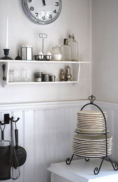 Love the plate rack.