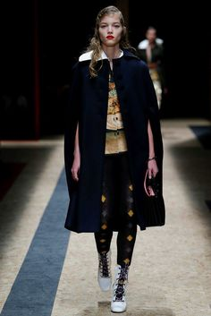 Prada Fall 2016 Ready-to-Wear Collection Photos - Vogue  #Prada  #fashion  #Koshchenets