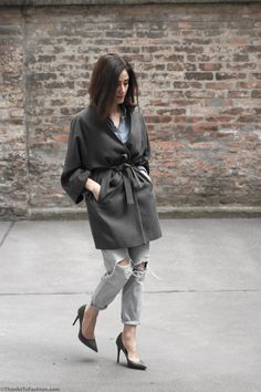 #destroyed #denim #kimono #wool #coat #zaraoutfit #distressed #jeans #rippedjeans #denimoutfit  http://www.thankstofashion.com/distressed-denim-look/