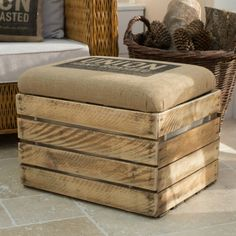 Hessian sacks transform upcycled furniture with burlap upholstery - Home: Deco & diy - Furniture Small Living Room Furniture, Living Room Furniture Arrangement, Wooden Storage Boxes, Crate Storage, Diy Storage, Wooden Boxes, Crate Shelves, Storage Ideas, Record Storage